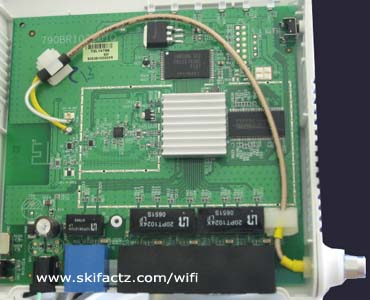 SMA pigtail placed inside the WiFi router